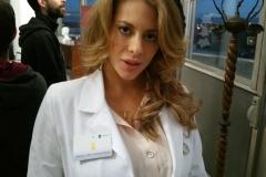 Schauspielerin Kirsten Lea trägt ebenfalls eine Karatbars Gold-Karte.....
