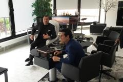 Vincent De Paul im Büro von Harald Seiz