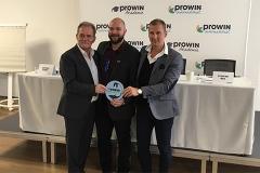Ingolf Winter, Michael Winter und Steffen Bug mit dem proWIN Nature Logo. proWIN gründet derzeit eine 2. Stiftung, die sich für die Natur und Tiere einsetzt.
