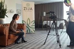 Julia Bauer vor der Kamera