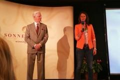 Julia Bauer mit Bob Proctor